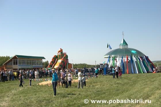 Концертная сцену Сабантуя в Мракове Кугарчинском районе