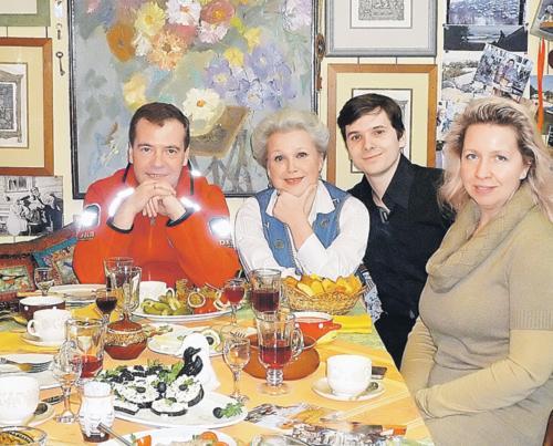 Дмитрий Медведев с супругой в Плёсе