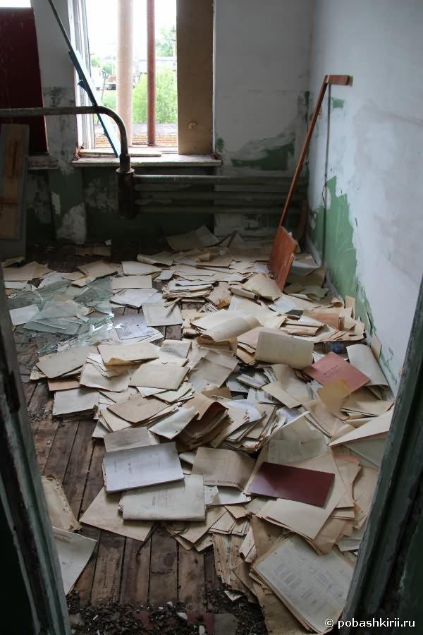 Книги на полу, никому не нужны