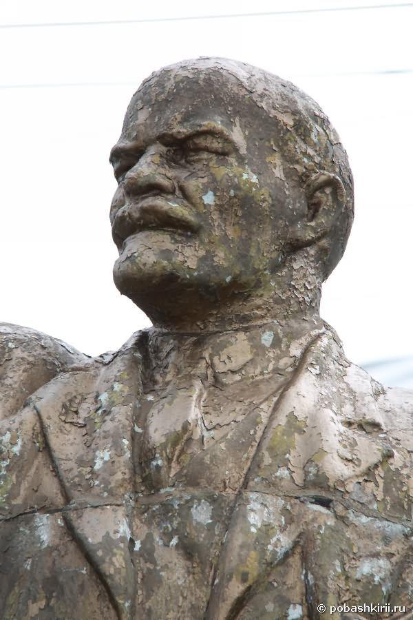 Статуя В. И.  Ленина. Фрагмент