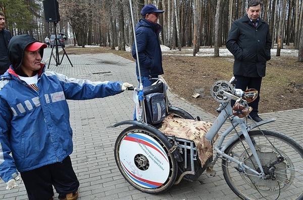 друзья изготовили для Ильдара вот такой велосипед