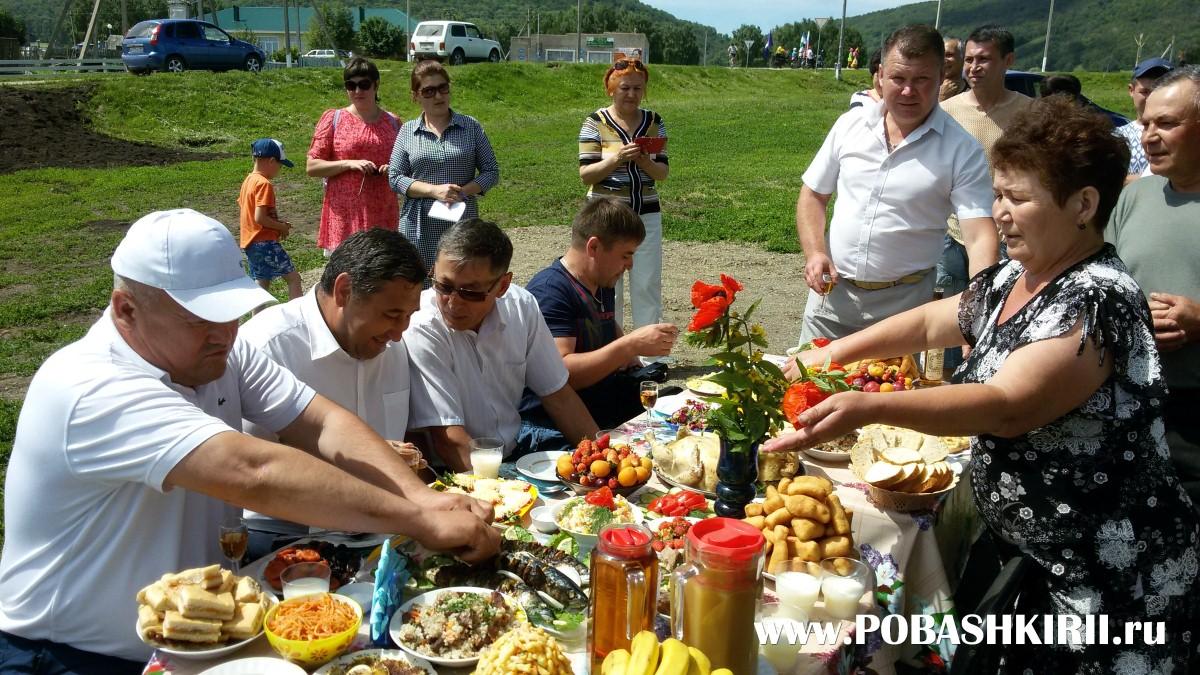 """Застолье на празднике""""Здравствуйте, односельчане!"""" в Башкортостане"""