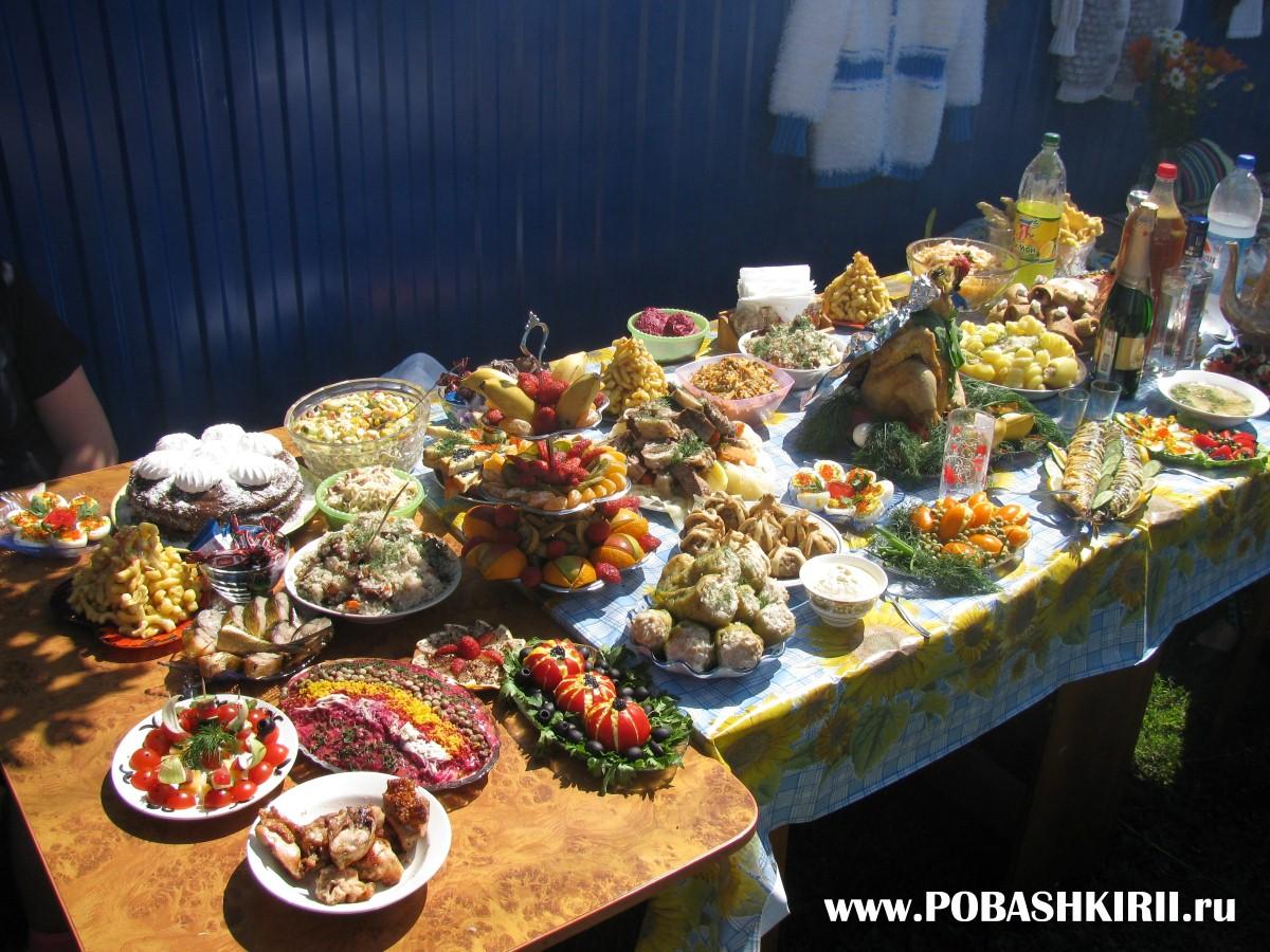 """Башкирские национальные угощения на столах на празднике """"Здравствуйте, односельчане"""""""