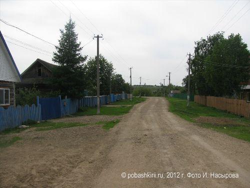Улица в деревне Новобирючево Нуримановского района Башкирии