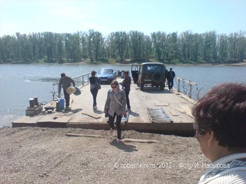 Паром в селе Красная горка Нуримановского района Башкирии
