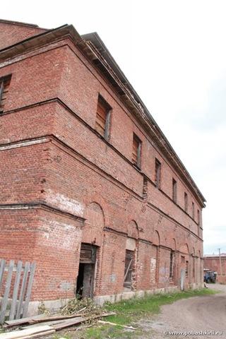 Это здание простоит еще лет 100!