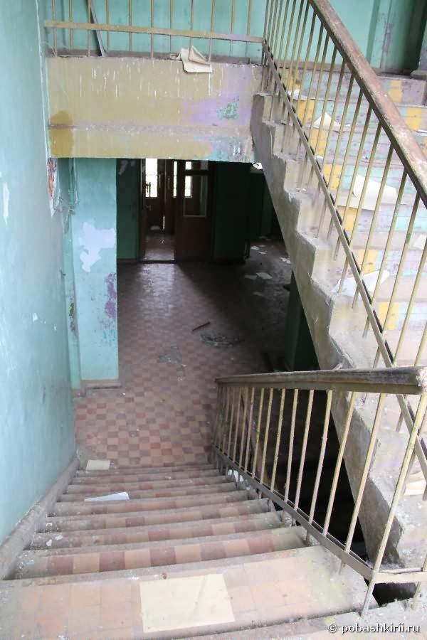 Лестница сельского клуба