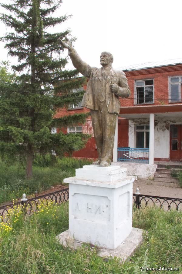 Статуя В. И.  Ленина