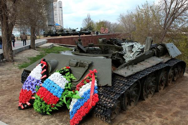 Волгоград. Подбитый танк