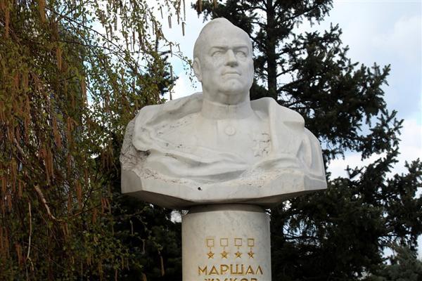 Бюст маршала Жукова Г. К.