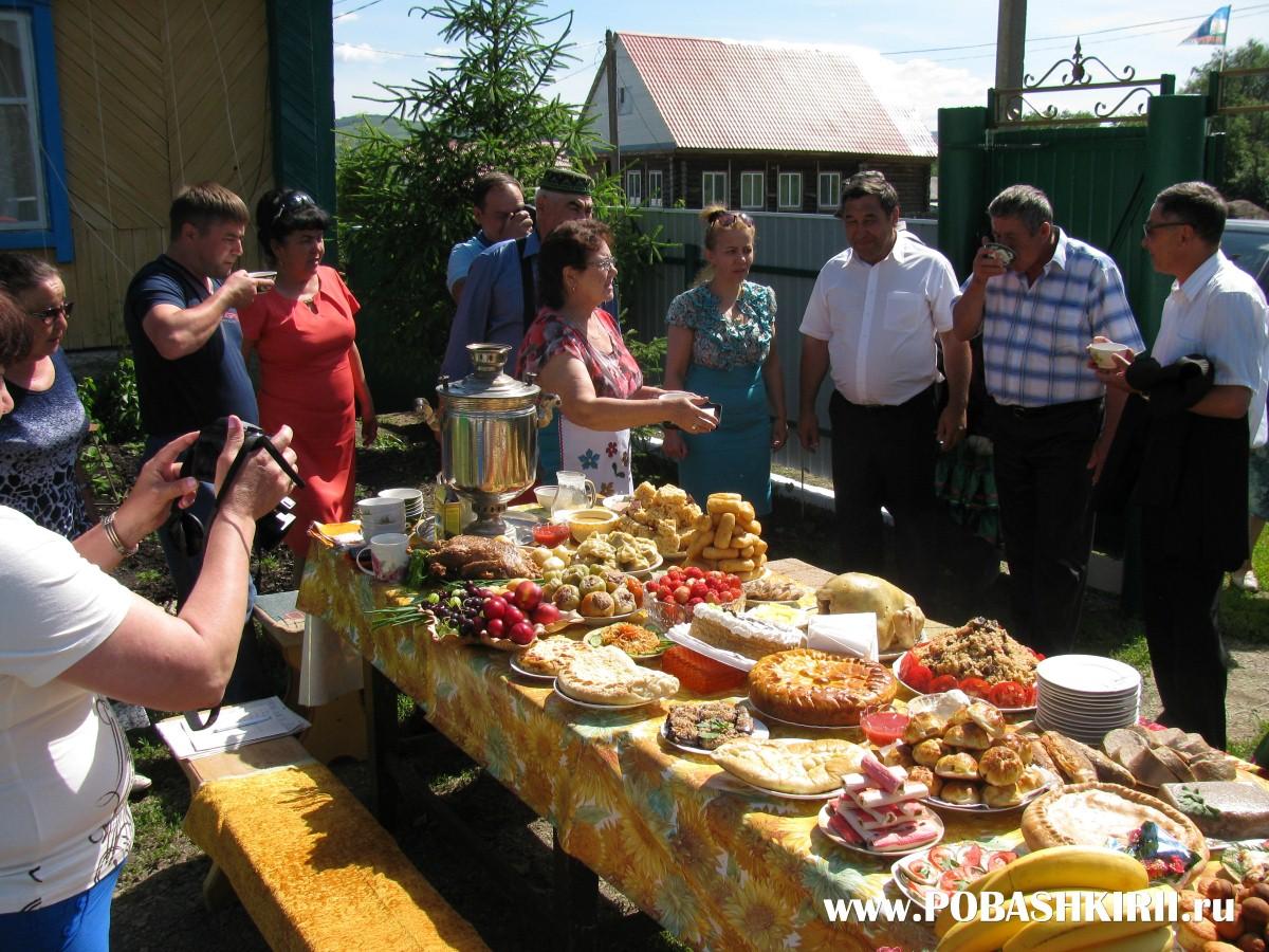 """Угощения на столах на празднике """"Здравствуйте, односельчане"""" на хуторе Новохвалынский"""
